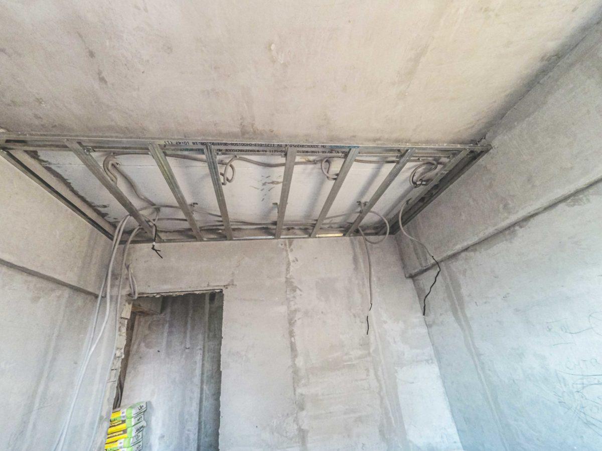 монтаж второго уровня для подвесного потолка