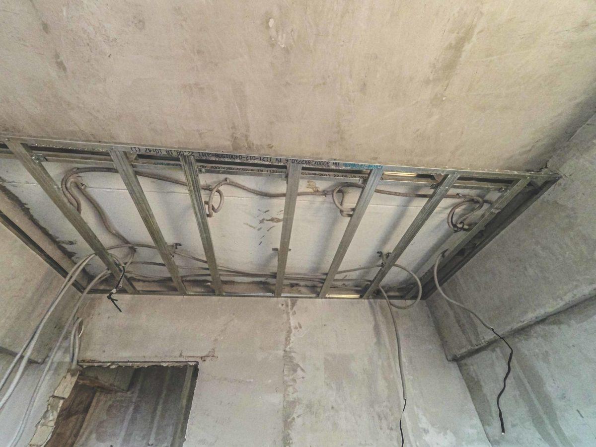 монтаж электрики под вторым уровнем гибсокартонного потолка